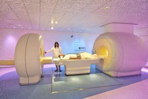 Обследование пациента при помощи ПЭТ/КТ -сканера